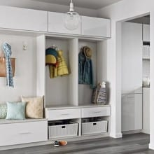 mudroom-entryway-tesoro-tuscan-moon-high-gloss-white-slab-bnnr