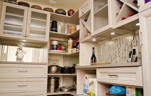 Un Garde-manger Moderne Multifonctionnel pour une Maison Tout Juste Rénovée