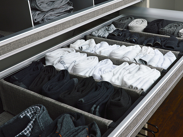 expert-advise-how-to-display-and-organize-everything-in-your-closet-image3