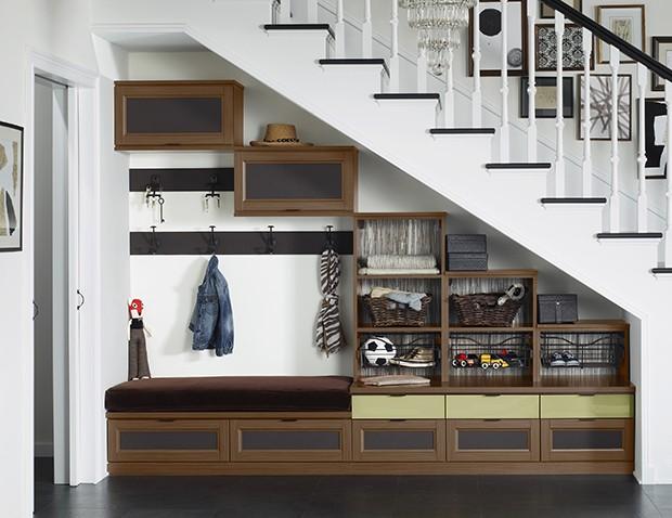 organized-family-storage-mudroom-lago-siena-5-part-leather-insert-ecoresin-thatcher-backing-gllry