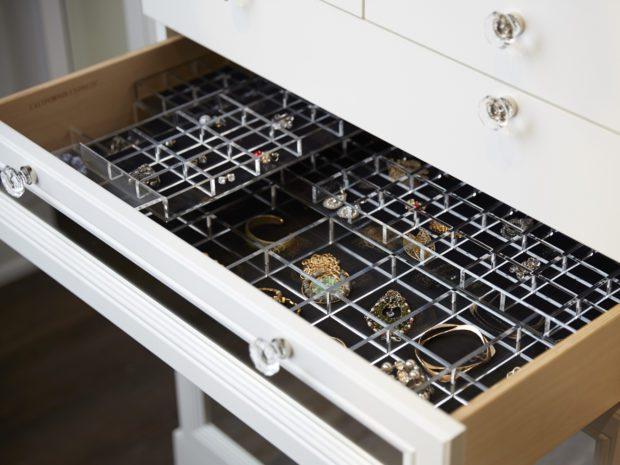 Séparateurs intégrés pour tiroirs à bijoux