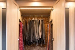 Une somptueuse garde-robe walk-in inspire une envie de garde-robe
