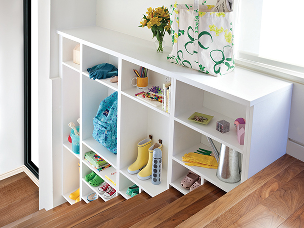 FIVE BENEFITS OF ORGANIZING YOUR CLOSET