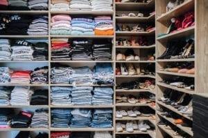 Un clóset lleno de moda para Aimee Song: Diseñadora de interiores y blogger/influencer de moda